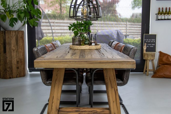 Eikenhouten tafel