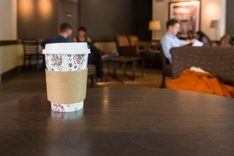 kartonnen koffiebekertje